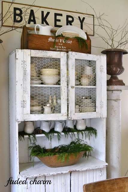 Christmas home tour by Faded Charm featured on I Love That Junk