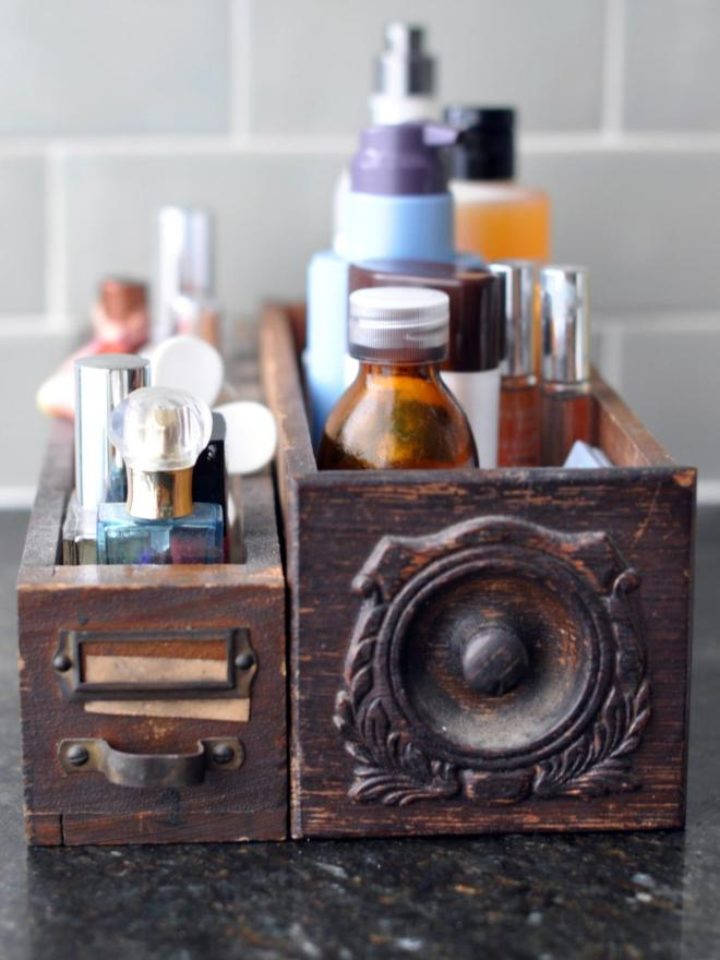 Original_Jen-Jafarzadeh-LItalien-bathroom-vintage-drawers-toiletry-storage_s3x4.jpg.rend.hgtvcom.1280.1707